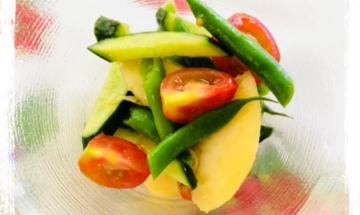 インゲンと桃のサラダ